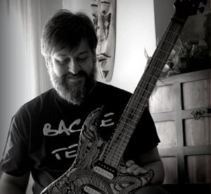 Bacce Custom Guitars & Basses